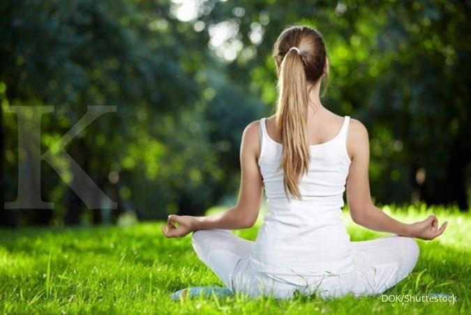 Meditasi jadi salah satu cara cepat tidur yang bisa Anda coba.