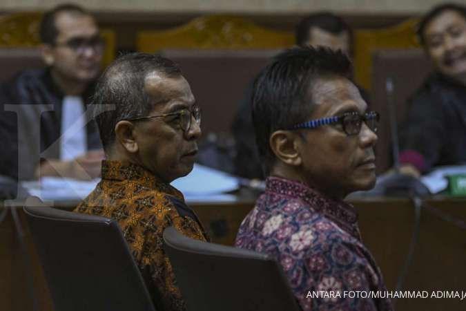 Terdakwa suap pengadaan pesawat dan mesin pesawat dari Airbus S.A.S dan Rolls-Royce P.L.C pada Garuda Indonesia Emirsyah Satar (kiri) dan Soetikno Soedarjo (kanan) menjalani sidang lanjutan di Pengadilan Tipikor, Jakarta, Kamis (9/1/2020). Sidang tersebut