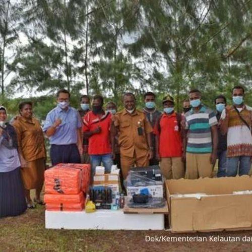 Dukung Papua Barat Jadi Provinsi Konservasi, KKP Bantu Longboat Hingga Kamera Underwater
