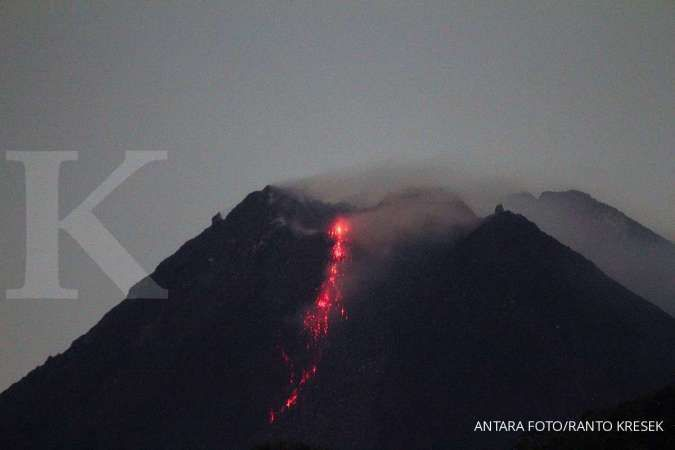 Gunung Merapi keluarkan lava pijar, meluncur hingga 800 meter