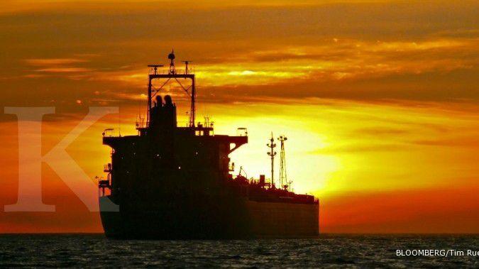 Banjir pasokan membuat harga minyak kian susut