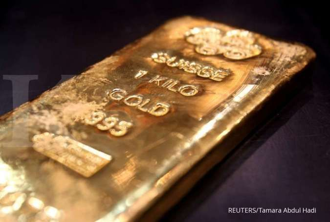 Harga emas meredup dipicu pulihnya dolar, investor mengukur testimoni Powell