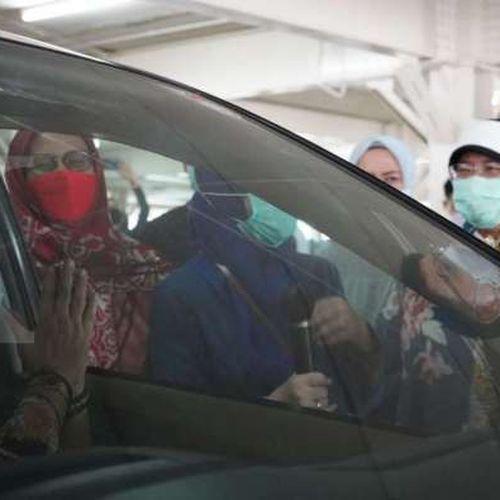 Menkominfo Tinjau Sentra Vaksin Indonesia Bangkit Sudah Suntik Vaksin ke 5.700 Warga