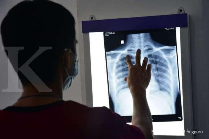 Pneumonia bisa jadi salah satu penyebab nyeri dada tengah.