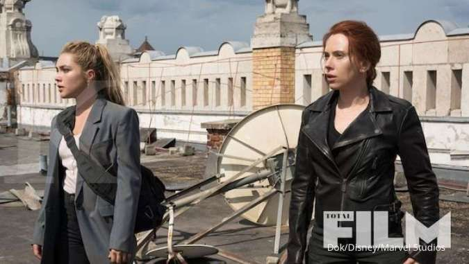 Florence Pugh dan Scarlett Johansson di film Black Widow.
