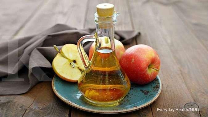 mengkonsumsi cuka apel