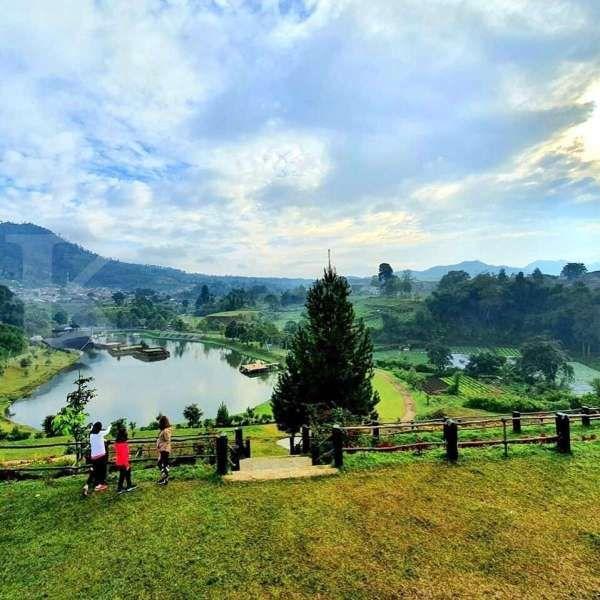 Seru! Wisatawan bisa berkuda Taman Lembah Dewata Lembang