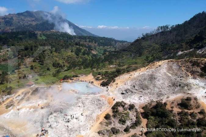 Akses ke kawasan wisata Dieng tertutup longsor di empat titik