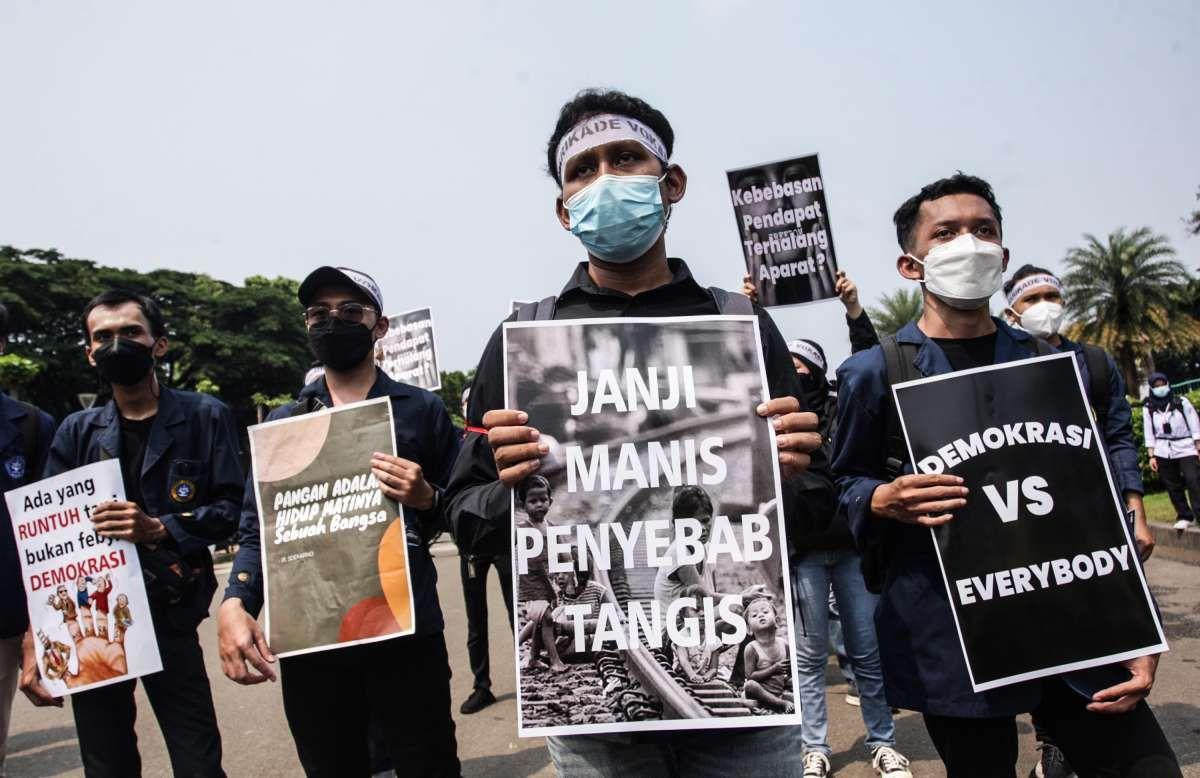 Aksi peringatan 7 tahun pemerintahan Jokowi