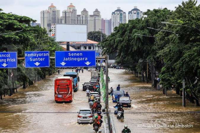 Berikut daftar 32 ruas jalan di Jakarta yang masih terendam banjir Selasa (22/9) pagi