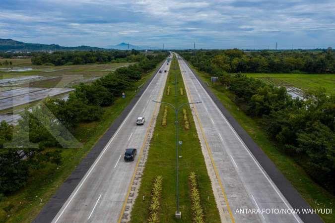 Kendaraan melintas di Tol Cipali Palimanan, Cirebon, Jawa Barat, Kamis (21/5/2020). ANTARA FOTO/Nova Wahyudi/nz