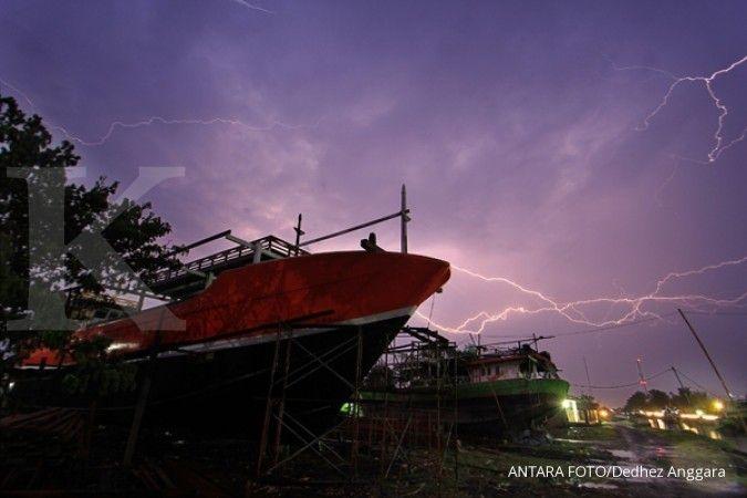Cuaca besok di Jawa Barat hujan sedang hingga lebat, awas petir