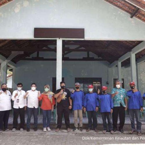 Pulihkan Ekonomi Nasional, KKP Pacu Padat Karya Mangrove di Kebumen