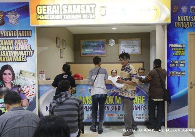 Gerai Samsat di Blok M Square. Pembayaran denda telat bayar pajak kendaraan bermotor lebih dari satu tahun tidak bisa dilakukan di gerai samsat online.