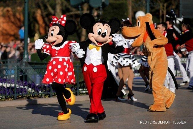 Kasus Covid-19 kembali naik di Amerika, Disneyland California batal dibuka