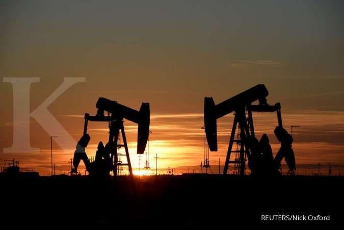 Oil climbs over 4% despite rise in U.S. inventories