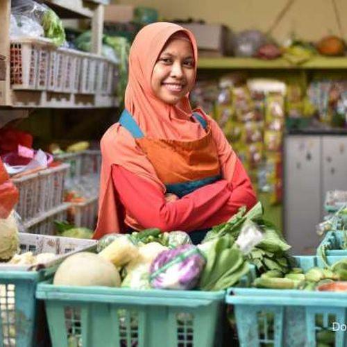 Tuai Manisnya Digitalisasi, Penjual Sayur Ini Mampu Raih Omset Hingga 18 Juta & Layani 200 Orderan Dalam Sehari