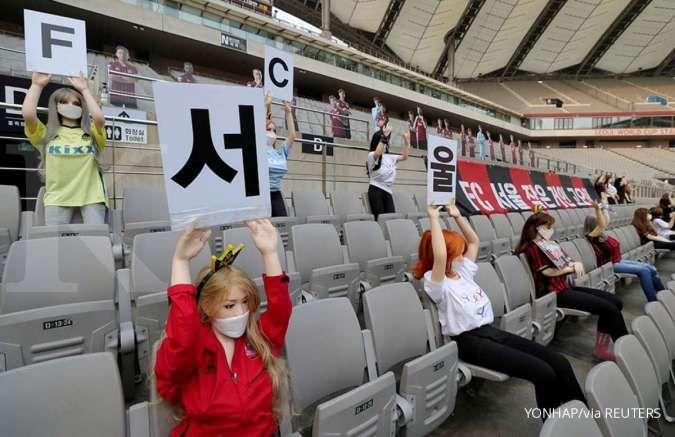Saat boneka-boneka seks bikin gempar pertandingan sepak bola liga Korea