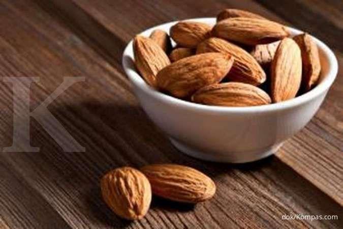 Kacang almond adalah salah satu makanan penambah berat badan.