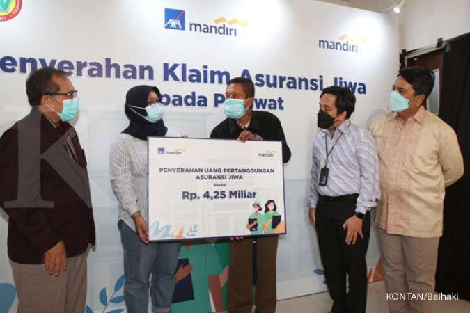 AXA Mandiri dan Bank Mandiri serahkan klaim Rp 4,25 miliar untuk nakes yang gugur