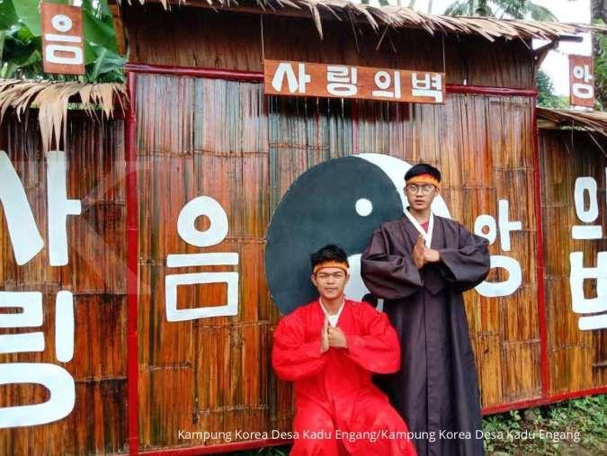 Seru! Berfoto sambil memakai hanbok di Kampung Korea Desa Kadu Engang