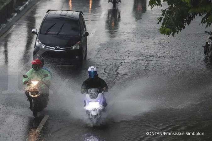 Cuaca hari ini di Jabodetabek hujan, tetap bawa payung dan jas hujan