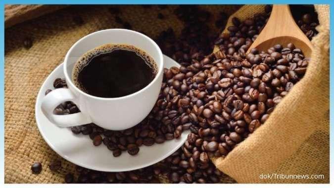 Mengonsumsi kopi termasuk salah satu cara mengatasi sesak nafas.