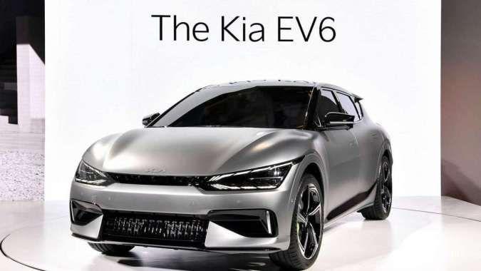 Sosok mobil listrik Kia EV6 tampil pertama kali, bakal punya varian bertenaga