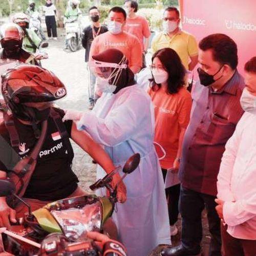 Pertama di Jawa Timur, Pos Pelayanan Vaksinasi Covid-19 Drive-Thru Kolaborasi Dinas Kesehatan, Halodoc, Gojek dan Ubaya
