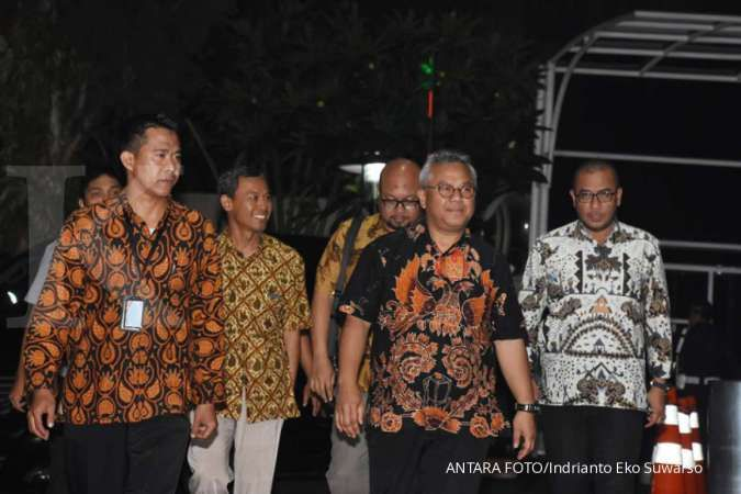 Menyusul Ketua KPU, Komisioner KPU Pramono Ubaid terkonfirmasi positif corona