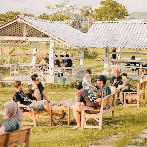 Marisini Coffee Yogyakarta, kedai kopi yang menawarkan pemandangan sawah dan gunung