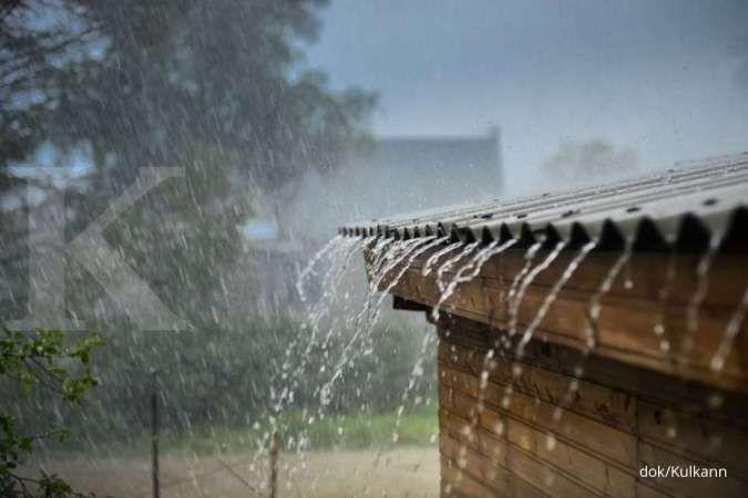 Cuaca besok di Jawa dan Bali: Bandung hujan sedang, Surabaya hujan petir