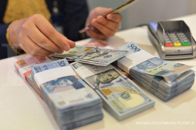 Tak berdaya, rupiah dibuka melemah ke Rp 14.300 per dolar AS pada pagi ini (17/6)