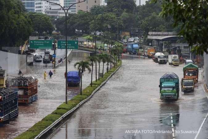 Cuaca besok di Jabodetabek hujan, waspada petir dan angin kencang