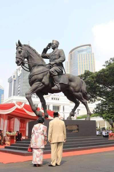 Melihat momen kedekatan Prabowo dan Megawati saat peresmian patung Bung Karno