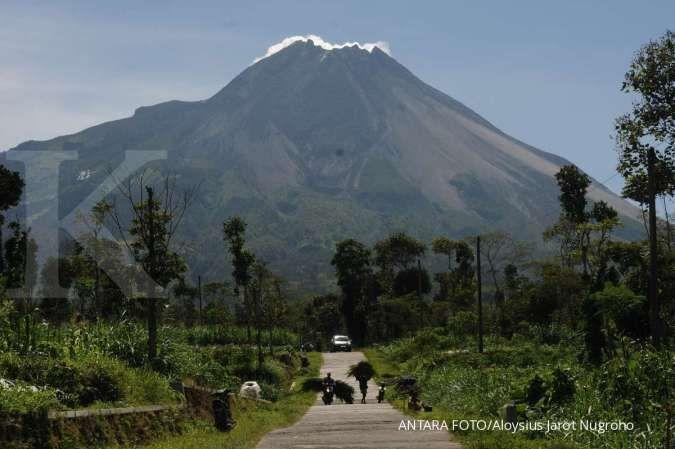 Gunung Merapi terpantau empat kali meluncurkan lava pijar