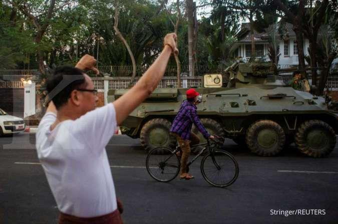 Pengunjuk rasa penentang kudeta Myanmar memblokir akses ke beberapa kedutaan besar