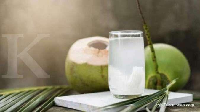 Tidak hanya menyegarkan tenggorokan, ini 5 manfaat air kelapa untuk kesehatan
