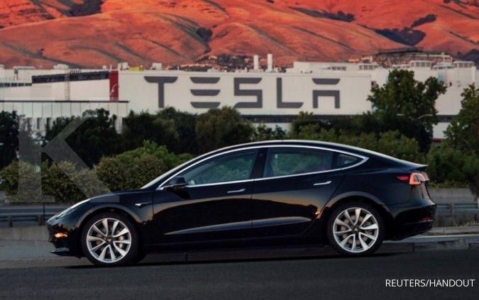 Bebas ganjil genap, sederet artis dan pejabat antre beli Tesla Model 3
