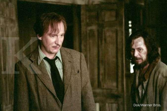 Lupin (David Thewlis) dan Sirius Black (Gary Oldman) di film Harry Potter and the Prisoner of Azkaban.