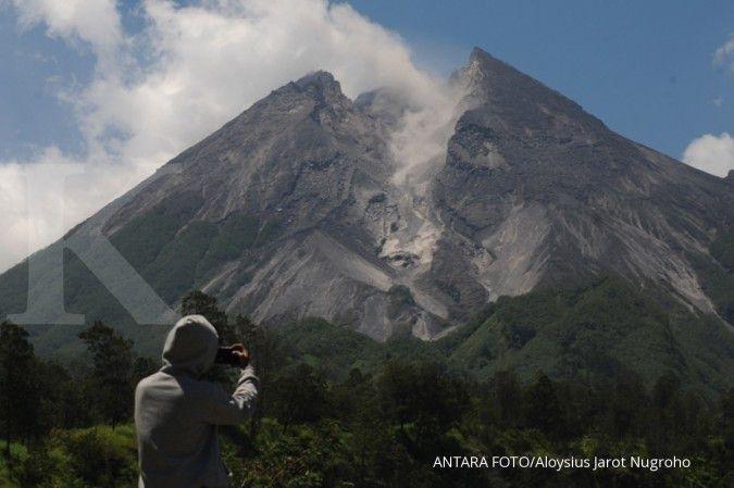 Viral foto diduga meteor jatuh di puncak Gunung Merapi, begini kata Lapan