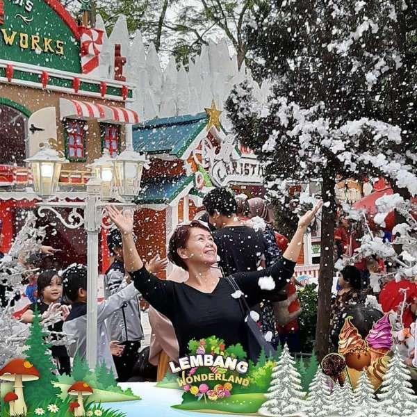 Seru! Ada salju turun di tempat wisata Lembang Wonderland