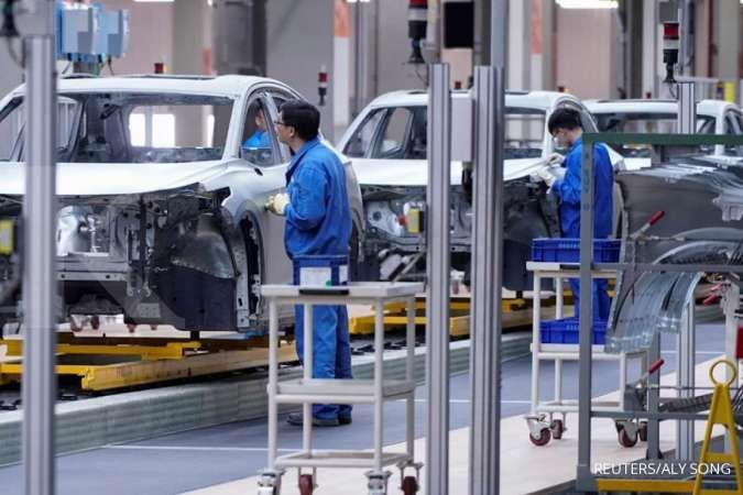 Harga bahan baku naik, aktivitas pabrik China tumbuh melambat pada Juli 2021