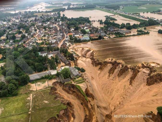 The floods are terrifying, says Merkel as European death toll rises to 184