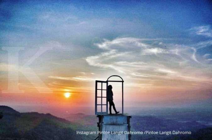 Pintoe Langit Dahromo, destinasi wisata malam murah meriah di Yogyakarta