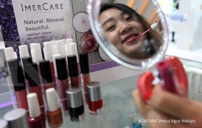 Cara mengatasi kulit kering juga perlu dilakukan pada bibir agar lipstik bisa diaplikasikan dengan baik.