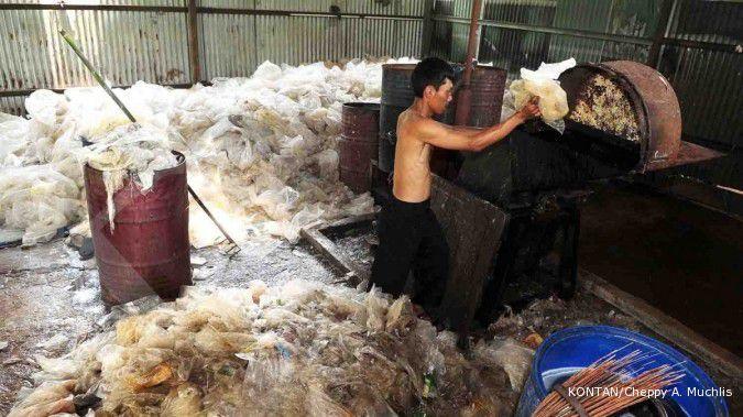 Warga Kutai ubah limbah plastik jadi paving block lewat bank sampah