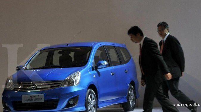 Bisa pilih, lelang 5 mobil dinas Grand Livina biru metalik, harga dasar Rp 45 juta