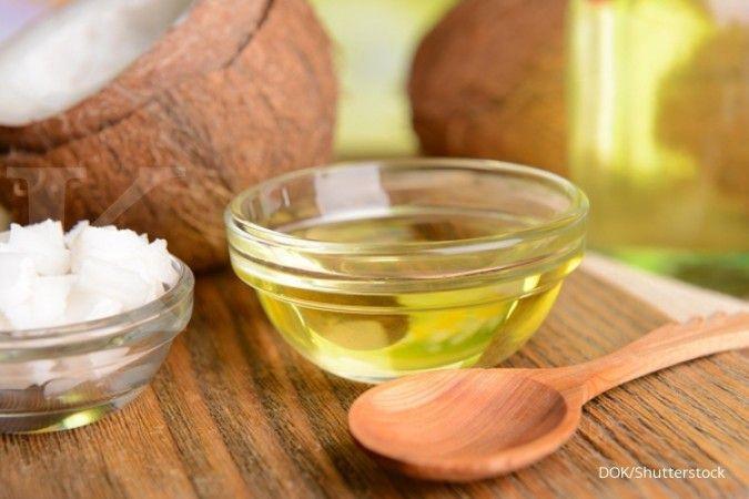 Minyak kelapa, cuka apel, dan madu bisa dimanfaatkan sebagai masker rambut alami.