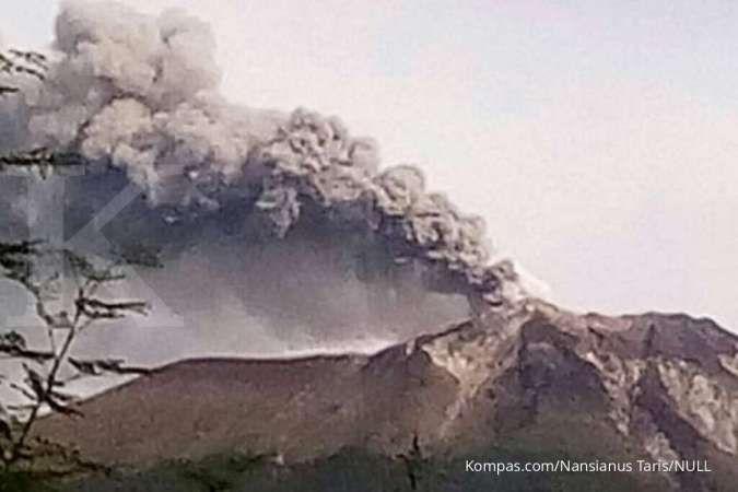 Mengenal Gunung Ile Lewotolok di NTT yang meletus